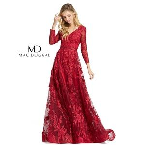 NWT Mac Duggal Red Floral Applique Gown 20810D